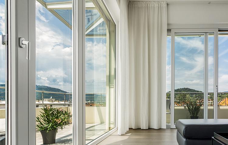 窓枠サッシ、ガラス窓